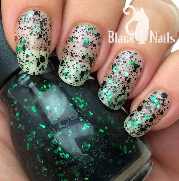 10 Bewitching Diseños Nail Art | Lea más en http://artesaniasdebricolaje.ru/10-bewitching-nail-art-ideas-for-halloween