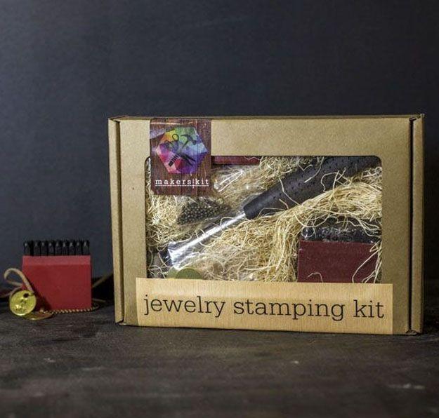 Joyería Kit Estampación | 10 sencillos y frescos Ideas joyería de bricolaje | Accesorios de bricolaje, ver más en http://artesaniasdebricolaje.ru/diy-jewelry-cool-easy-diy-jewelry-ideas