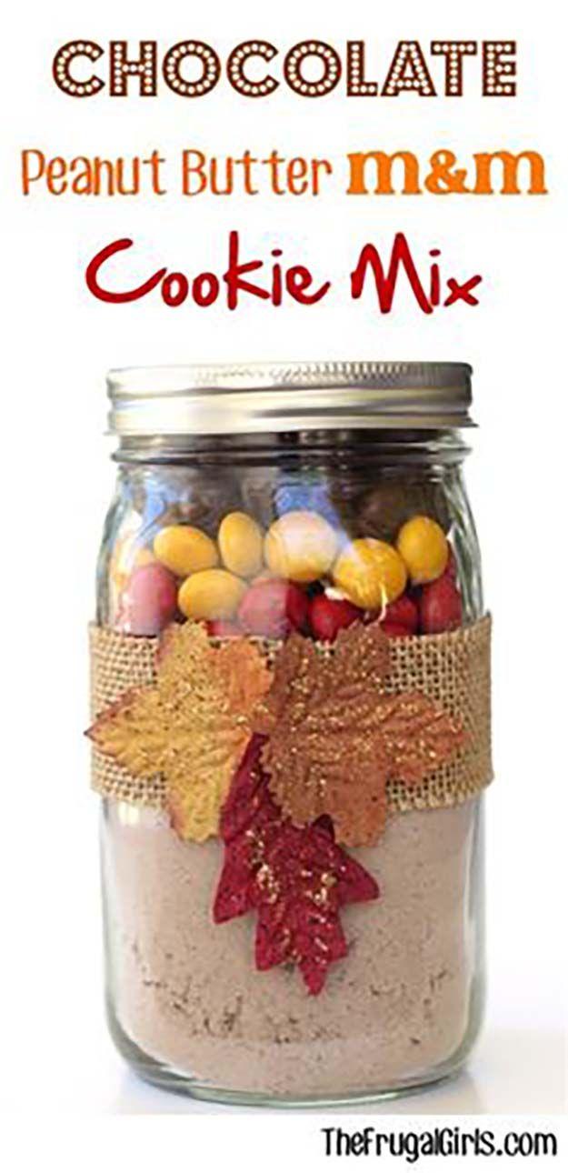 Mantequilla de cacahuete M & M Cookies Mix | Otoño-Inspirado Recetas frasco de galletas, ver más a al inspiradas-10-caída-mason-jar-galleta-recetas