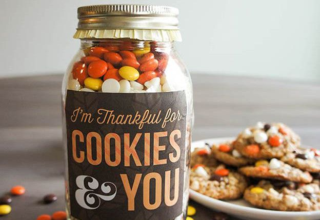 Galletas agradecido en un tarro | Otoño-Inspirado Recetas frasco de galletas, ver más a al inspiradas-10-caída-mason-jar-galleta-recetas