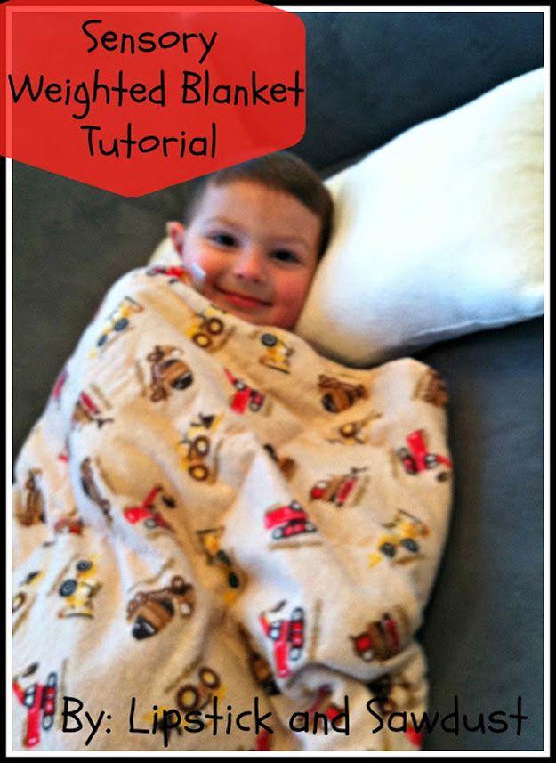 Fácil casera DIY Manta ponderado para los niños | http://artesaniasdebricolaje.ru/11-weighted-blanket-diy/