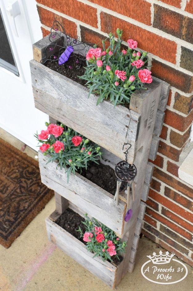Cómo hacer un Pallet Jardinera | artesaniasdebricolaje.ru/pallet-projects-gardening-supplies/