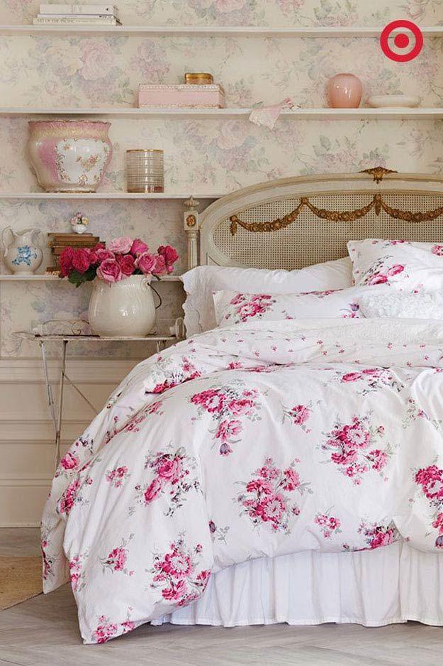 Simple y rosa elegante lamentable de cama Inspiración | http://artesaniasdebricolaje.ru/12-diy-shabby-chic-bedding-ideas/