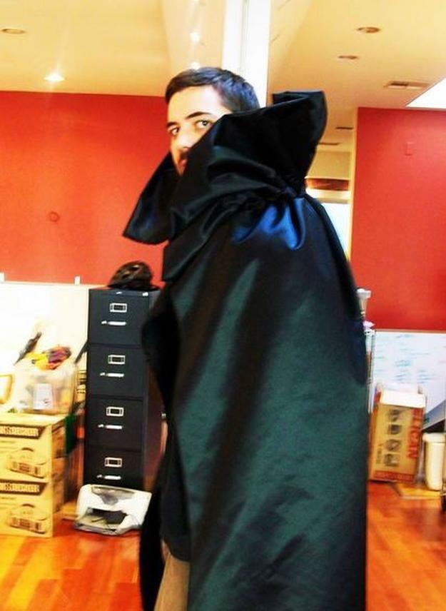 Sin costura del cabo   DIY idea vampiro traje, ver más a http://artesaniasdebricolaje.ru/diy-vampire-costume