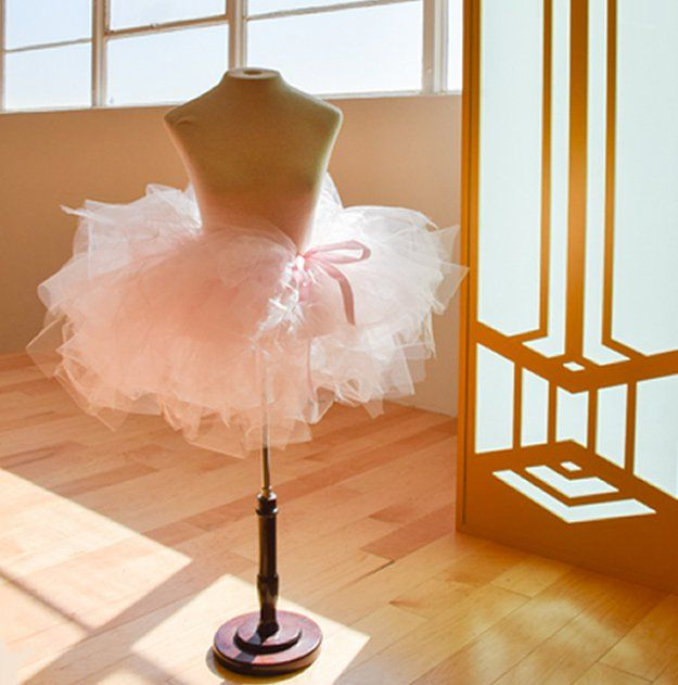 No Sew Tutu Tutorial | artesaniasdebricolaje.ru/15-diy-clothes-for-kids-you-should-make/