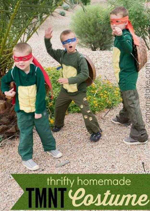 niños ahorrativos DIY Tortuga Ninja idea del traje, ver más a http://artesaniasdebricolaje.ru/diy-ninja-turtle-costume-ideas