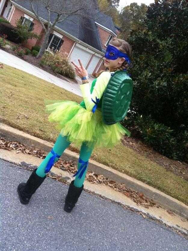 fácil adolescente DIY Tortuga Ninja idea del traje, ver más a http://artesaniasdebricolaje.ru/diy-ninja-turtle-costume-ideas