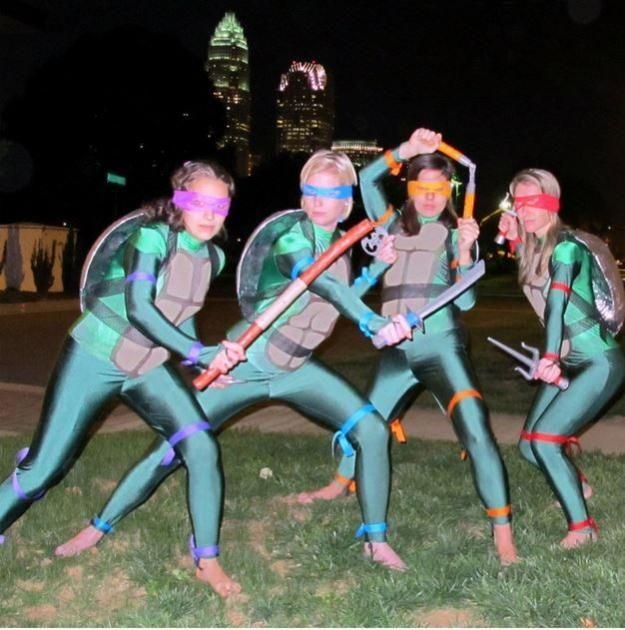 TMNT traje adolescente, ver más a http://artesaniasdebricolaje.ru/diy-ninja-turtle-costume-ideas