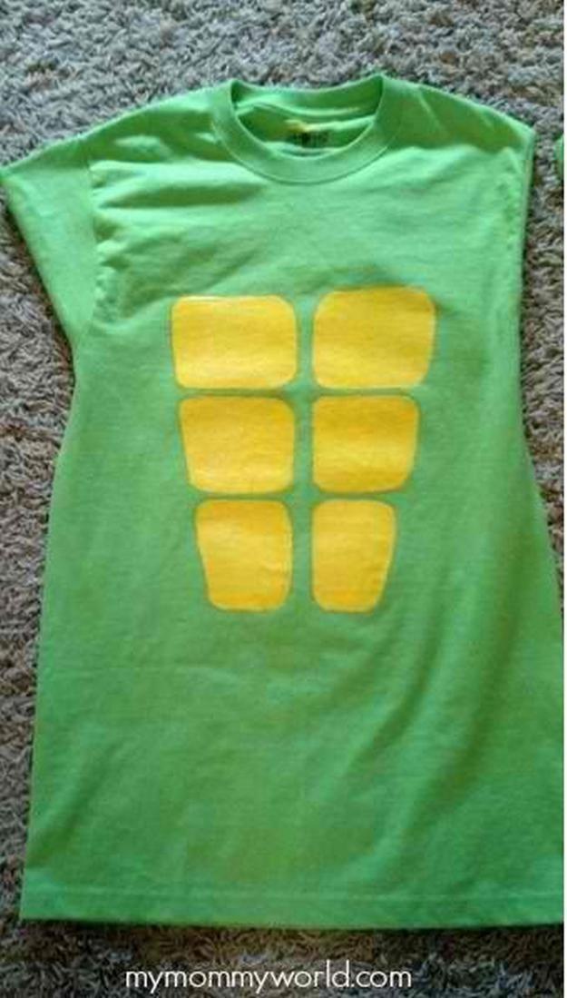camiseta Nnija tortuga traje, ver más a http://artesaniasdebricolaje.ru/diy-ninja-turtle-costume-ideas