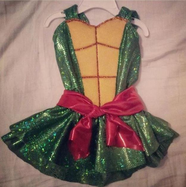 niño brillante Tortuga Ninja idea del traje, ver más a http://artesaniasdebricolaje.ru/diy-ninja-turtle-costume-ideas