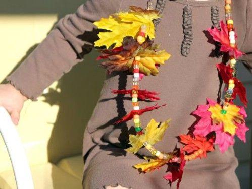 Collar de la hoja del otoño - 15 Fabulous Fall Leaf Manualidades para niños