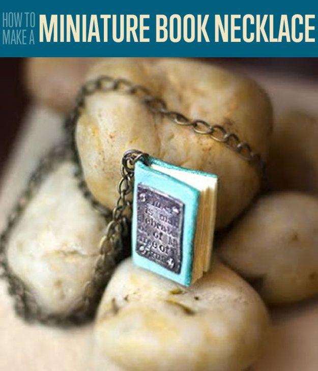 Fotografía - Collar Miniatura libro | Pendientes