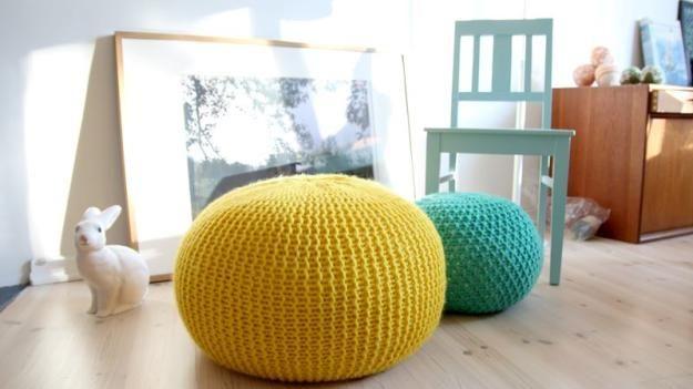 DIY de punto Puf   17 Ideas Puf bricolaje, ver más en http://artesaniasdebricolaje.ru/17-diy-pouf-ideas