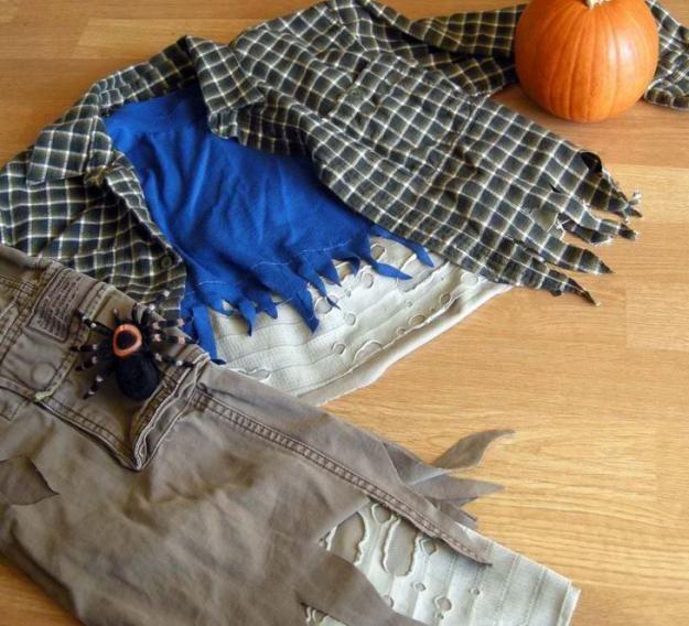 Traje de zombie bricolaje, ver más a http://artesaniasdebricolaje.ru/18-diy-zombie-costume-ideas
