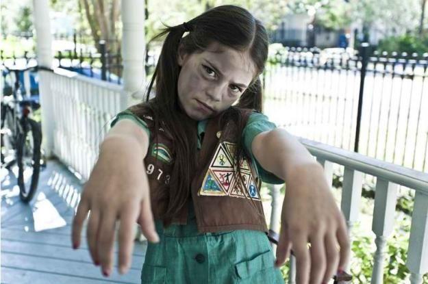 DIY girl scout zombie traje, ver más a http://artesaniasdebricolaje.ru/18-diy-zombie-costume-ideas