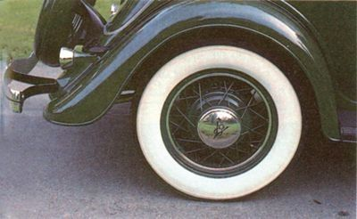 1934 Ford Roadster DeLuxe tapacubos, Spare Tire Lock