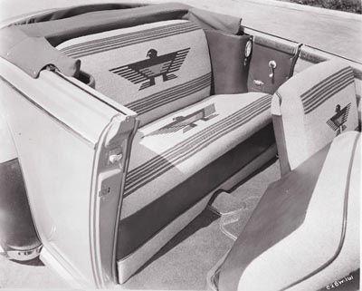 1942 Chrysler New Yorker Navajo convertible, parte de la serie 1940-1942 Chrysler New Yorker Navajo.