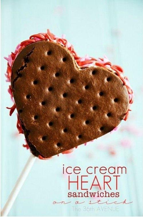 Hearts Ice Cream Sandwich en un palo - 20 Sabroso y romántico Día de San Valentín Treats Le encantará