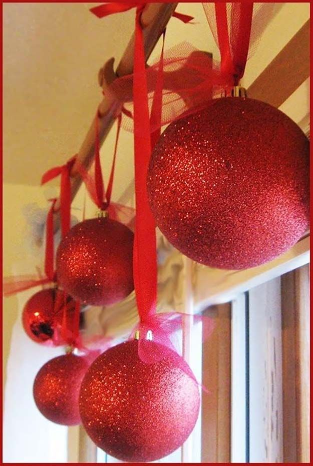 De gran tamaño Adornos Glitter bricolaje | 27 espectacularmente DIY fácil ornamentos de navidad, ver más en http://artesaniasdebricolaje.ru/spectacularly-easy-diy-ornaments-for-your-christmas-tree