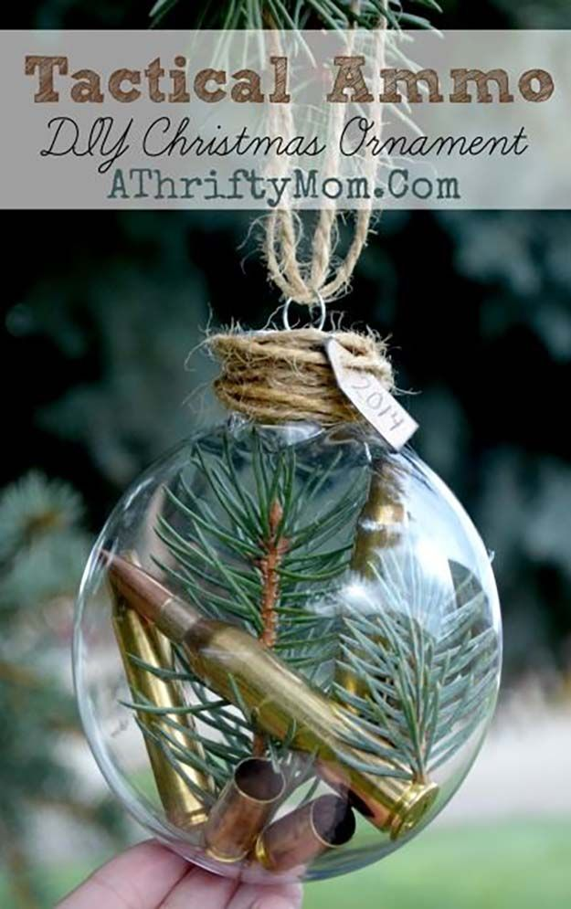 Tactical Munición DIY ornamento de la Navidad | 27 espectacularmente DIY fácil ornamentos de navidad, ver más en http://artesaniasdebricolaje.ru/spectacularly-easy-diy-ornaments-for-your-christmas-tree