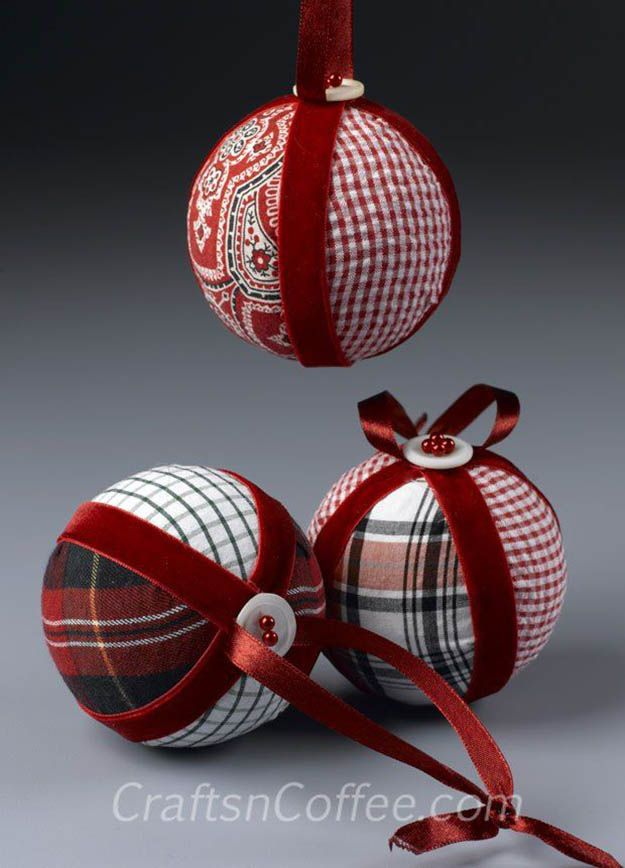 No hay Cosa tela DIY Adornos | 27 espectacularmente DIY fácil ornamentos de navidad, ver más en http://artesaniasdebricolaje.ru/spectacularly-easy-diy-ornaments-for-your-christmas-tree