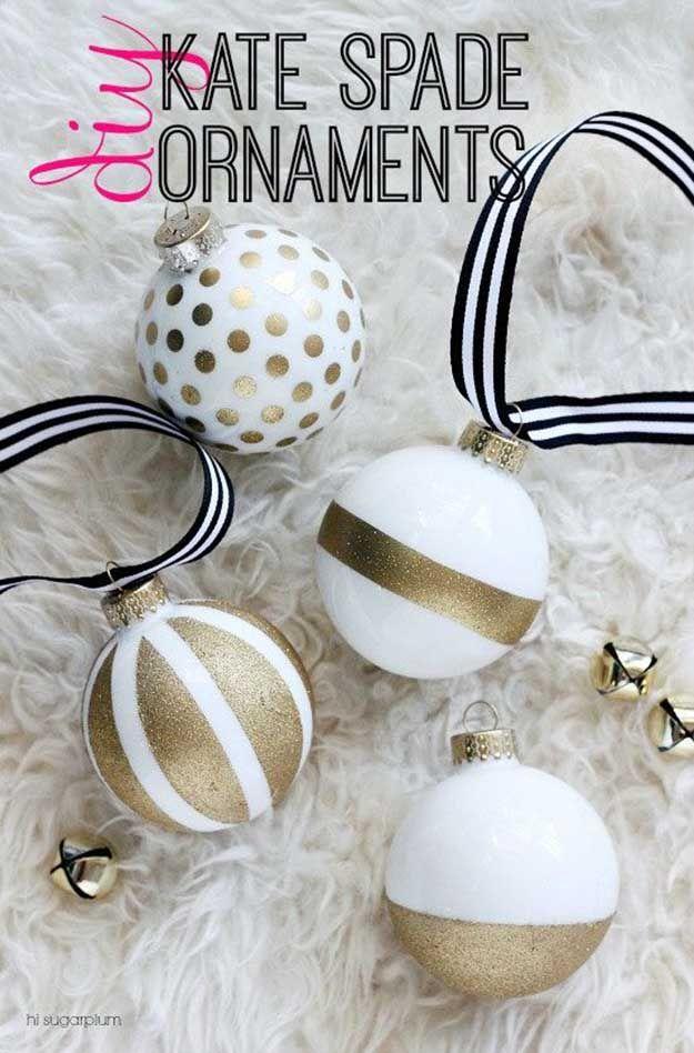 Bricolaje Kate Spade Adornos | 27 espectacularmente DIY fácil ornamentos de navidad, ver más en http://artesaniasdebricolaje.ru/spectacularly-easy-diy-ornaments-for-your-christmas-tree