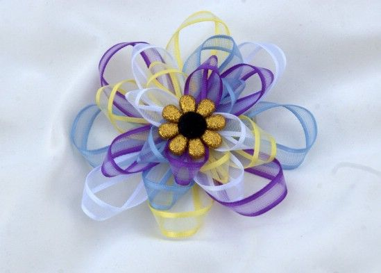 Colorido Loop Bow - 30 fabulosos y fácil de hacer bricolaje arcos del pelo