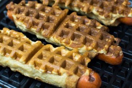 Perros de la galleta - 35 deliciosas comidas no lo hiciste't Know You Could Cook in Your Waffle Iron