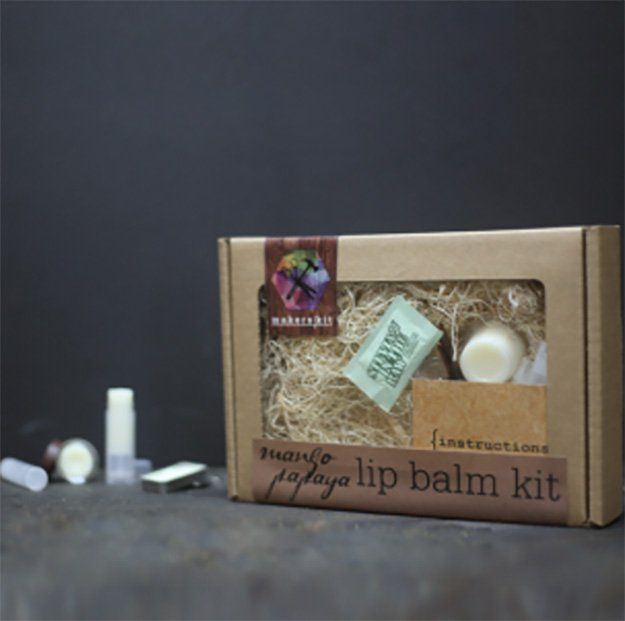 Kit DIY Lip Balm través https://craftpantry.com/mango-papaya-lip-balm-diy-kit.html