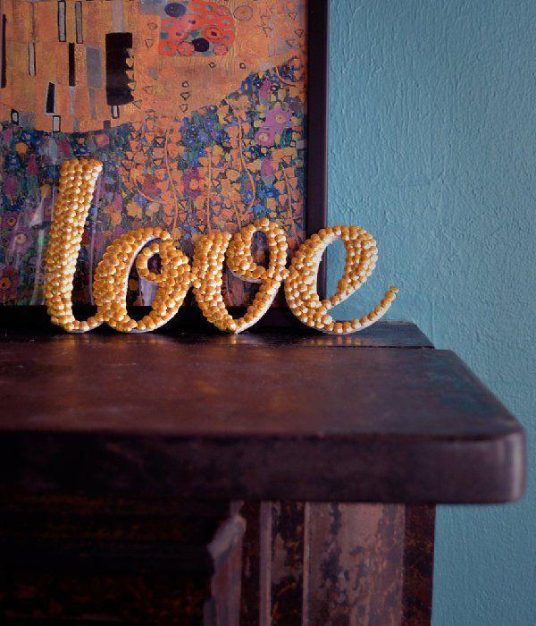 Dollar Store Crafts | Cómo hacer arte de la palabra con tachuelas de pulgar