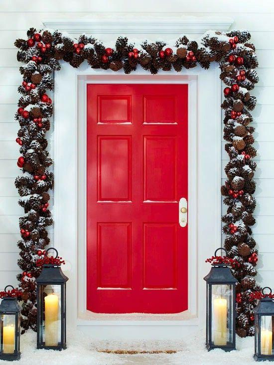 Piña Garland - 60 maravillosamente festivas maneras de decorar su porche para Navidad