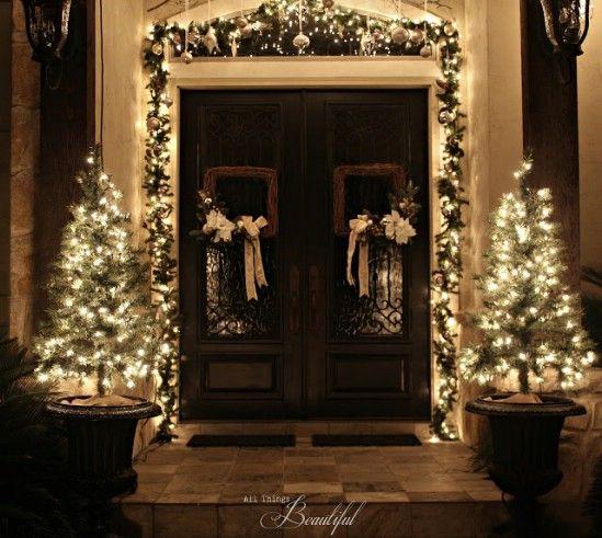 Árbol encendido Urnas - 60 maravillosamente festivas maneras de decorar su porche para Navidad