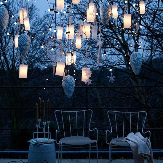 Grupo Lanterns - 60 maravillosamente festivas maneras de decorar su porche para Navidad
