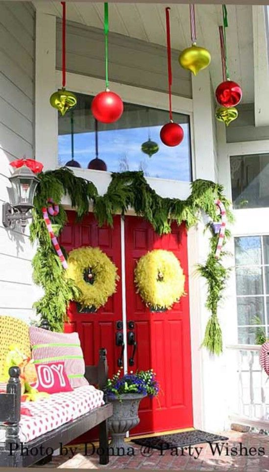 El Grinch - 60 maravillosamente festivas maneras de decorar su porche para Navidad