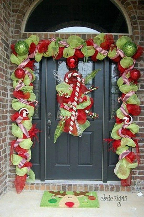 Bastones de caramelo - 60 maravillosamente festivas maneras de decorar su porche para Navidad