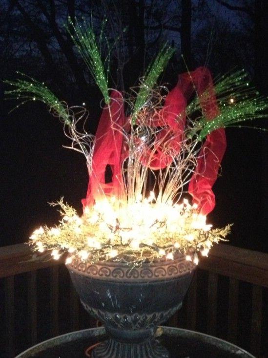 Use un montón de luces - 60 bellamente festivas maneras de decorar su porche para Navidad