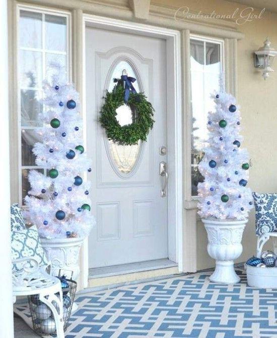 Ir todo el blanco - 60 maravillosamente festivas maneras de decorar su porche para Navidad
