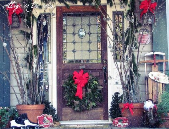 Darle un aspecto Snow Globe - 60 maravillosamente festivas maneras de decorar su porche para Navidad