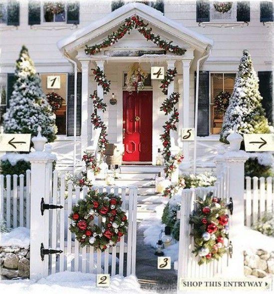 Utilice colores Untraditional - 60 maravillosamente festivas maneras de decorar tu porche para Navidad