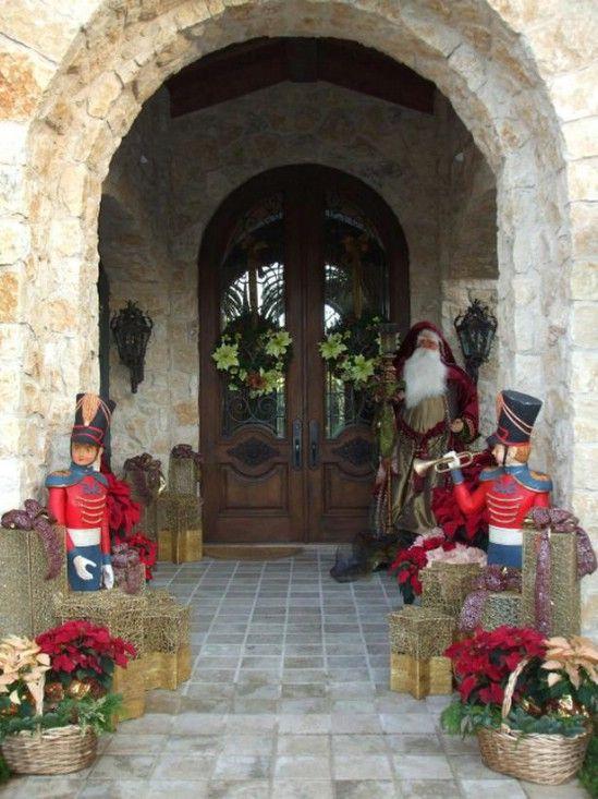 Crear una suite Cascanueces - 60 maravillosamente festivas maneras de decorar su porche para Navidad
