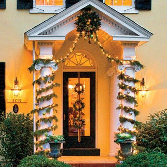 Columnas Envuelto - 60 maravillosamente festivas maneras de decorar su porche para Navidad