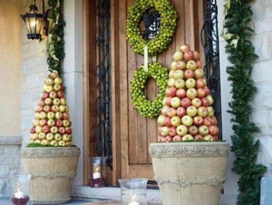 Fruta Topiary - 60 maravillosamente festivas maneras de decorar su porche para Navidad
