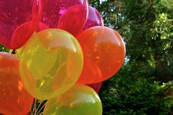 Globos de colores brillantes