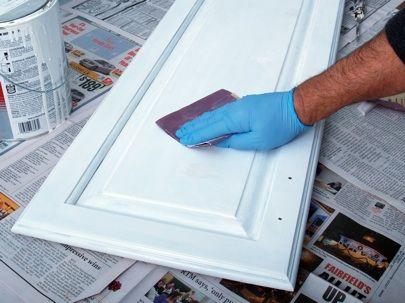 Cómo pintar gabinetes de la cocina - Lijar