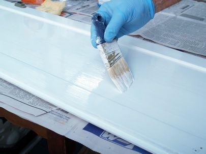 Cómo pintar gabinetes de la cocina - Cepillarse