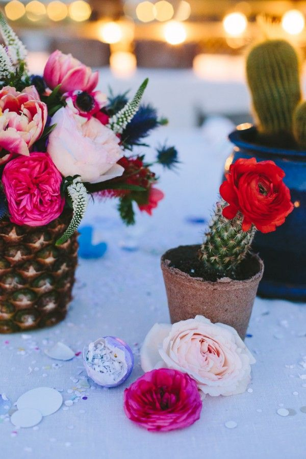 Piña Florero y Mini Cactus