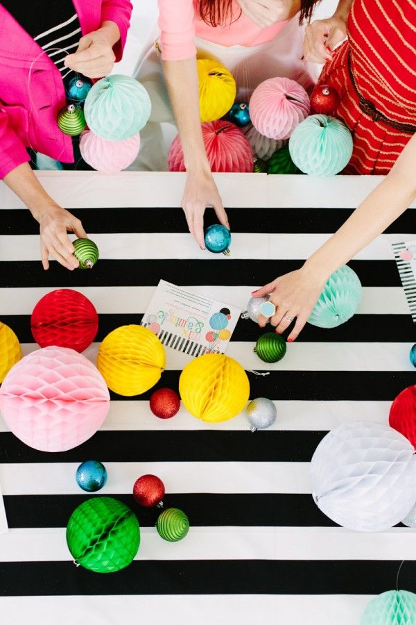 Modern Holiday Crafting Partido