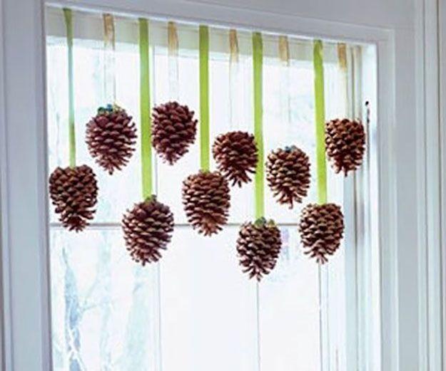 Pine Cone Oficios Ventana Acentos | 17 de bricolaje de Acción de Gracias Manualidades para adultos, ver más a http://artesaniasdebricolaje.ru/amazingly-falltastic-thanksgiving-crafts-for-adults