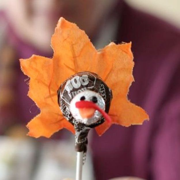 Turquía Tootsie Pop | 17 de bricolaje de Acción de Gracias Manualidades para adultos, ver más a http://artesaniasdebricolaje.ru/amazingly-falltastic-thanksgiving-crafts-for-adults