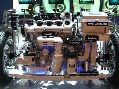 Un motor híbrido de Lexus en la exhibición en la 36 ª Anual de South Florida International Auto Show en 2006. Mientras que los híbridos pueden alcanzar velocidades relativamente altas, se's good acceleration that some models lack.